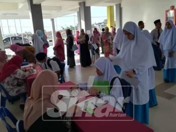 Pelajar yang mendaftar di sekolah berkenaan pada 31 Disember lalu.
