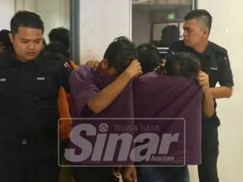 Ketiga-tiga suspek, masing-masing berusia 19, 23 dan 24 tahun ditahan reman empat hari bagi membantu siasatan berhubung kes penemuan janin bayi di Bukit Rambai, semalam.