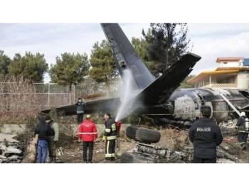 Pesawat kargo tersebut membawa muatan daging.- Foto AFP