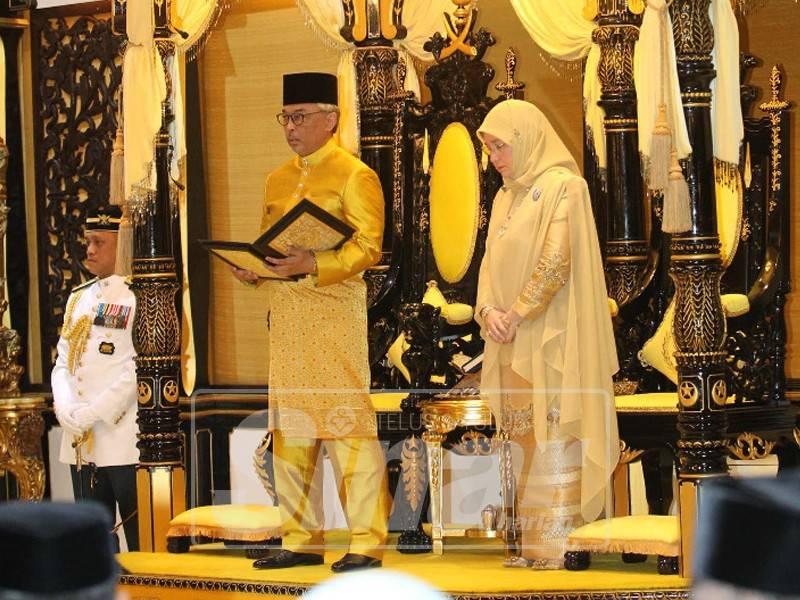 Sultan Abdullah menerima titah ikrar menerima jawatan Sultan Abdullah