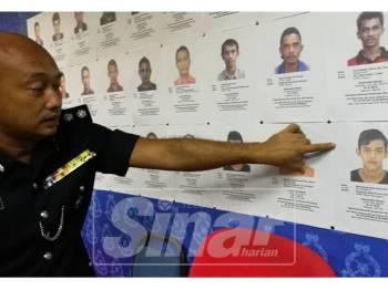Fazlisyam menunjukkan sebahagian gambar suspek yang dikesan bagi membantu siasatan pelbagai kes jenayah di negeri ini sepanjang tahun 2018.