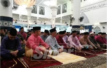 Al-Sultan Abdullah berangkat ke majlis kesyukuran dan doa selamat Sempena Istiadat Pemasyhuran Sultan Pahang keenam di Masjid Sultan Ahmad Shah, Pekan, Pahang di sini, hari ini.