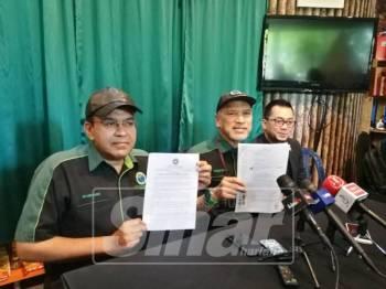 Nadzim (tengah) menafikan pihaknya menerima wang sogokan daripada sebuah syarikat gergasi makanan segera untuk menutup aduan berhubung isu diskriminasi francais.