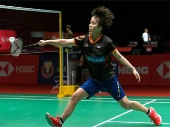 Pemain perseorangan wanita negara Goh Jin Wei beraksi menentang Zhang Yiman dari China pada Kejohanan Perodua Malaysia Masters 2019 di Axiata Arena Kuala Lumpur Sports City, Bukit Jalil hari ini.Jin Wei menang dengan keputusan 21-13, 21-10. - Foto Bernama