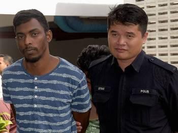M D Ozziram 25, dihadapkan ke Mahkamah Majistret atas tuduhan membunuh seorang bekas calon Anggota Jawatankuasa Angkatan Muda Keadilan (AMK) cabang Shah Alam M. Thiyahu, 30, pada 7 Jan lepas. - Foto Bernama