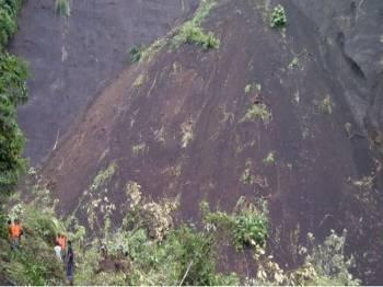 Tanah runtuh di cerun Gunung Merapi. - Kompas