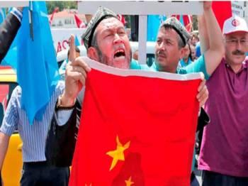 Kira-kira 11 juta masyarakat Uighur berdepan dengan penindasan di tanah air sendiri.