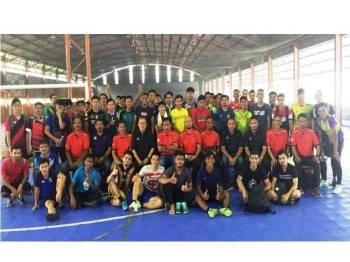 Ahli Jawatankuasa Futsal Persatuan Bolasepak Kedah (KFA), panel pemilih dan semua pemain yang berjaya mara ke fasa pemilihan akhir bergambar kenangan di D'futsal Titi Gajah, dekat sini.