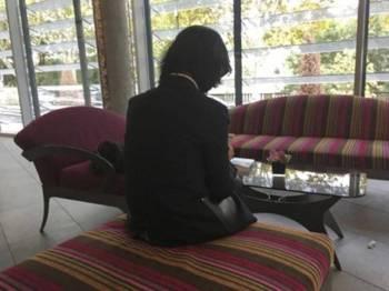 Wanita tersebut kini diletakkan di bawah perlindungan pihak berkuasa Perancis.