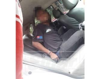 Suspek ditahan polis selepas dipercayai terlibat dalam kes curi bateri jentera berat.