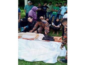 Mangsa dipercayai terjerlus ke dalam pasir ketika berkelah bersama keluarga di Sungai Pahang berhampiran Kampung Medang Hilir, di sini, pagi tadi.