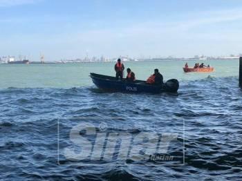 Operasi pencarian oleh polis marin dan bomba masih dijalankan.