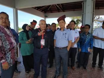 Datuk Mohammadin Ketapi (depan, kanan) ketika dalam salah satu program di Sipitang hari ini.