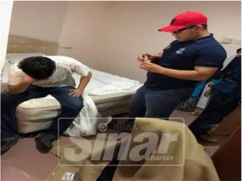 Mohd Rasydan menyoal siasat lelaki tersebut.