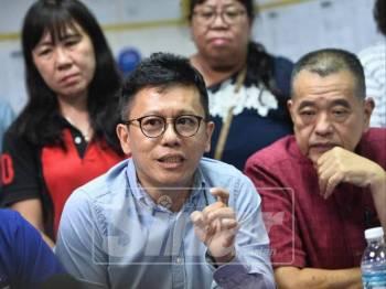 Lian Ker pada sidang media di Bilik Gerakan MCA, Brinchang, hari  ini.  Foto:SHARIFUDIN ABDUL RAHIM