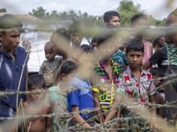 Kumpulan pelarian tersebut terkandas di kawasan tanah tidak bertuan sejak Jumaat lalu.