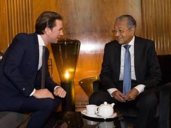 Perdana Menteri, Tun Dr Mahathir Mohamad mengadakan pertemuan dengan rakan sejawatnya Canselor Republik Austria Sebastian Kurz, di Federal Chancellery, hari ini. - Foto Bernama