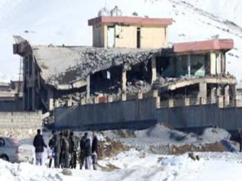 Militan Taliban mengebom sebuah pangkalan tentera di wilayah Wirdak, Afghanistan semalam. - Foto Reuters