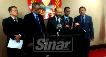 Mukhriz (tengah) dalam sidang media selepas  Mesyuarat Majlis Tindakan Membanteras Dadah 2019 Peringkat Negeri Kedah.