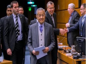 Perdana Menteri Tun Dr Mahathir Mohamad hadir bagi menyampaikan ucaptama pada Persidangan Tahunan ke-10 dan Mesyuarat Agung Pertubuhan Pihak Berkuasa Pencegahan Rasuah Antarabangsa (IAACA) bertemakan '15 Tahun Konvensyen Pertubuhan Bangsa Bersatu Memerangi Rasuah, Pencapaian dan Prospek' di Pusat Antarabangsa Vienna (VIC) pada Selasa. -Foto Bernama