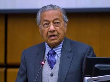 Perdana Menteri Tun Dr Mahathir Mohamad menyampaikan ucaptama pada Persidangan Tahunan ke-10 dan Mesyuarat Agung Pertubuhan Pihak Berkuasa Pencegahan Rasuah Antarabangsa (IAACA) bertemakan '15 Tahun Konvensyen Pertubuhan Bangsa Bersatu Memerangi Rasuah, Pencapaian dan Prospek' di Pusat Antarabangsa Vienna (VIC) pada Selasa. - Foto Bernama