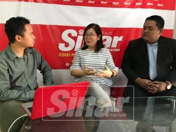 Yee Ling bersama-sama Mohamad Hairul Amir (kanan) ketika menjadi tetamu Sinar Live, hari ini.