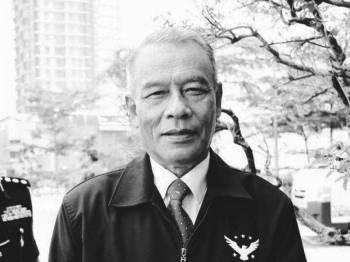 Brigadier Jeneral (B) Datuk Husainy Hashim meninggal dunia di Hospital Angkatan Tentera (HAT) Tuanku Mizan di Wangsa Maju di sini pada pukul 8.20 malam ini.