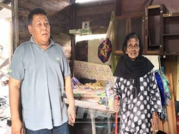 Ahmad Mustain menziarahi Veerammah yang menetap di sebuah rumah daif di Kampung Naidu, di sini.