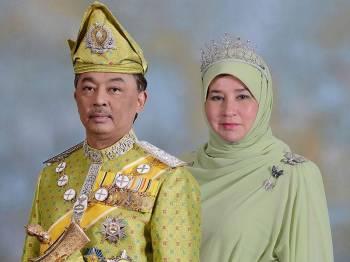 Sultan Pahang Al-Sultan Abdullah Ri'ayatuddin Al-Mustafa Billah Shah Ibni Sultan Ahmad Shah Al-Musta'in Billah dan Tengku Puan Pahang Tunku Azizah Aminah Maimunah Iskandariah