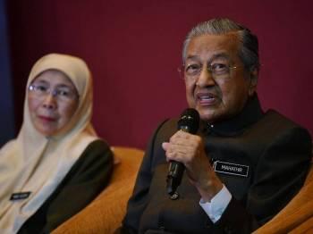 Perdana Menteri Tun Dr Mahathir Mohamad semasa sidang media selepas merasmi dan melancarkan Pelan Antirasuah Nasional (NACP) 2019-2023 di Pusat Konvensyen Antarabangsa Putrajaya (PICC) hari ini. - Foto Bernama