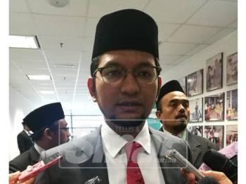Sheikh Omar bercakap kepada pemberita susulan kontroversi pelantikannya sebagai Ahli Lembaga Pemegang Amanah Yadim.