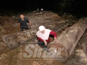 Anggota penguatkuasaan JPNP menyita 200 batang balak pelbagai spesies yang ditemui di hutan tanah kerajaan Kampung Baru 21 Jalan Kuantan- Sungai Lembing.