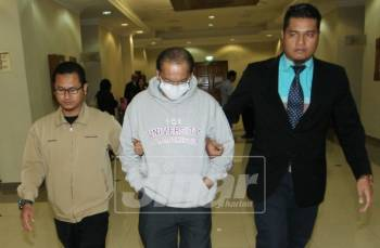 Pengurus kanan kewangan, Pasdec Holding Berhad mengaku tidak bersalah di Mahkamah Sesyen Kuantan hari ini atas lima pertuduhan pecah amanah berjumlah RM320,000, antara September 2014 sehingga Mac 2016.