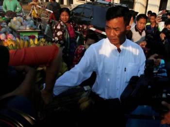 Yan Naing mengecam Akta Disiplin Polis yang didakwa sudah ketinggalan zaman.