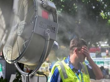Purata suhu harian di Australia mencecah sehingga 40 darjah Celsius.