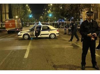 Polis berkawal di lokasi kejadian.