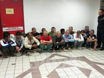 Kesemua nelayan warga Vietnam ini didapati bersalah menangkap ikan di perairan negara tanpa kebenaran oleh Mahkamah Sesyen Kuala Terengganu hari ini.