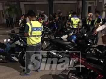 Ops Tahun Baharu Cina yang dijalankan polis Melaka di sekitar Klebang, malam semalam.