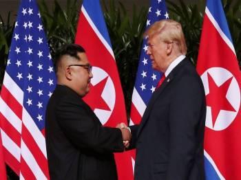 Pertemuan kedua Jong-un (kiri) dan Trump akan berlangsung pada akhir bulan ini.