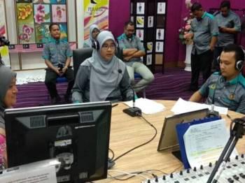 Siti Aishah ketika ditemu bual di konti Perak FM pagi tadi.