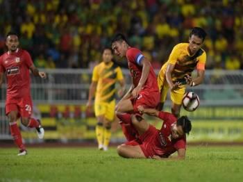 Ketua pasukan Kedah, Baddrol Bakhtiar (kanan) galas tugas berat memimpin Lang Merah berdepan TBG di Ipoh, malam esok. - Foto AHMAD ZAKI OSMAN