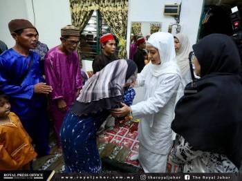 Permaisuri Johor bertemu ibu bapa Nurul Ain. Foto: Royal Press Office