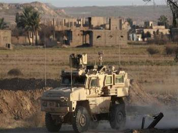 Kenderaan tentera AS melakukan rondaan di sebuah perkampungan Syria di wilayah Dayr Al-Zawr