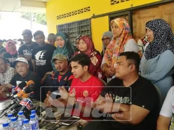 Ketua Armada Bersatu, Syed Saddiq Syed Abdul Rahman dalam sidang medianya yang diadakan di Balai Raya Kampung Sesapan Batu Rembau, Beranang , Semenyih, hari ini.