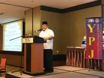 Aminolhuda Hassan ketika memberi ucapan dalam Majlis Konvokesyen Mahasiswa Johor, Persatuan Anak Johor IPT Malaysia.