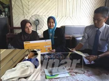 Pengarah Perkeso, Nora Yaacob (tengah) menyerahkan faedah pengurusan mayat kepada Wook Awang, 68; ibu Allahyarham Mohd. Kharulinzam Jusoh, 38 yang meninggal dunia bersama empat lagi mangsa. (gamabr kecil: Anak sulung pasangan suami isteri yang maut dalam kemalangan, Muhammad Khairul Haziq, 5 kini dirawat di HSNZ.  )