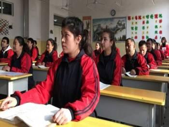 Kem pendidikan semula itu didakwa cuba menghapuskan budaya dan identiti etnik minoriti Islam.