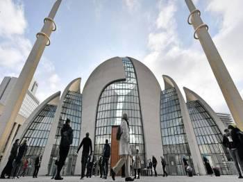 Kebanyakan penduduk Jerman menyokong usaha kerajaan untuk memperkenalkan Cukai Masjid ini. - Sumber foto: Liputan6.com