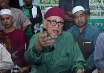 Abdul Hadi di sidang media selepas berakhir program di PAKR Sungai Kerak, malam tadi.