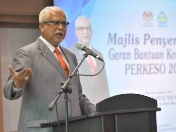 Timbalan Menteri Sumber Manusia Datuk Mahfuz Omar berucap pada Majlis Penyerahan Geran Bantuan Kewangan Pertubuhan Keselamatan Sosial (Perkeso) kepada Institusi dan Badan-badan Bukan Kerajaan (NGO) 2019 di Menara Perkeso hari ini. - Foto Bernama